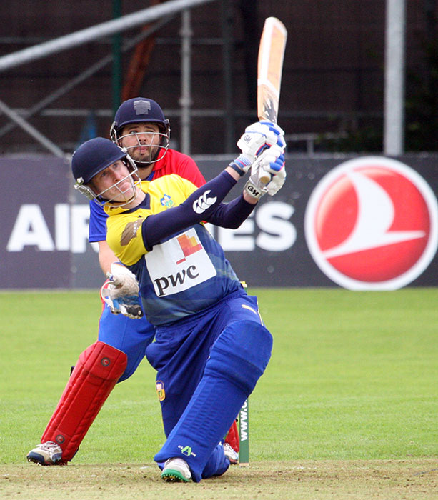 Rob Duggan attempts a late surge in the run chase